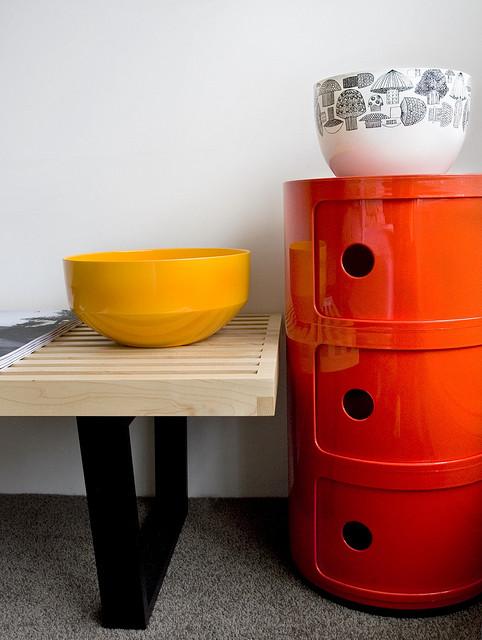 Departamento sencillo con muebles de diseño 10