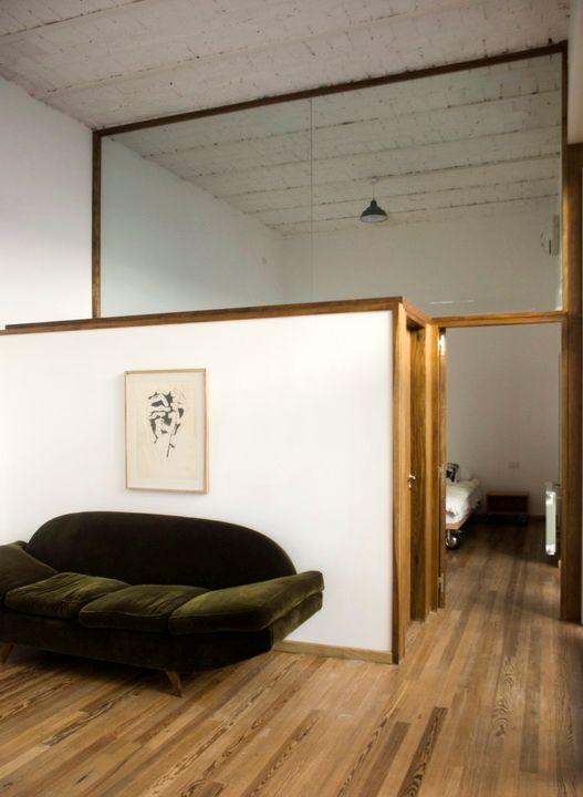Entre el living y el dormitorio se construyó un pequeño toilette