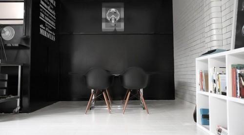 Estudio moderno en blanco y negro