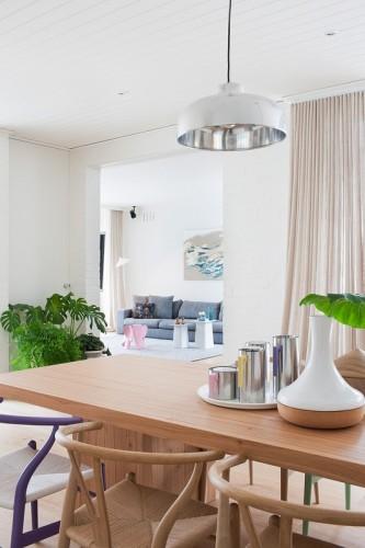 Vista del living desde el comedor, ambos de estilo moderno y minimalista