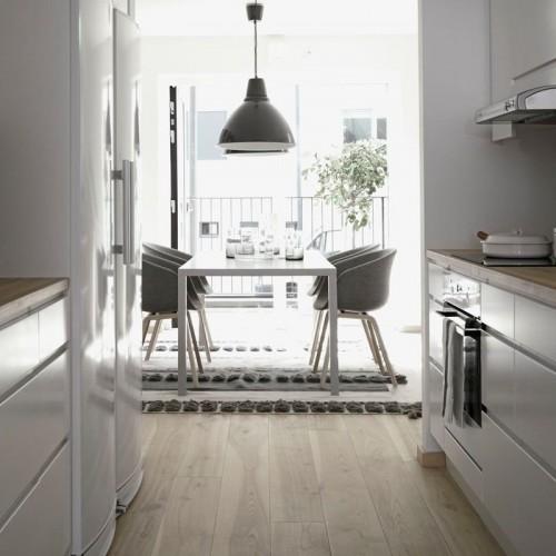 Casa con interiores en estilo nórdico en distintos tonos de gris