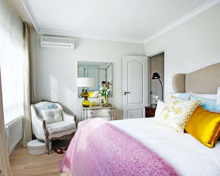 Dormitorio principal con decoración clásica y muebles de estilo