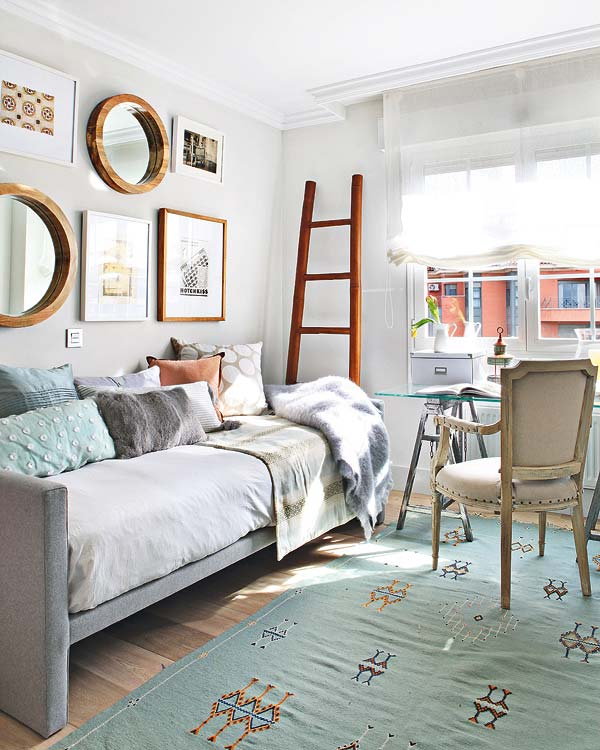 Segundo dormitorio donde se armó el escritorio y se ubicó un diván para convertirlo fácilmente en cuarto de huéspedes.