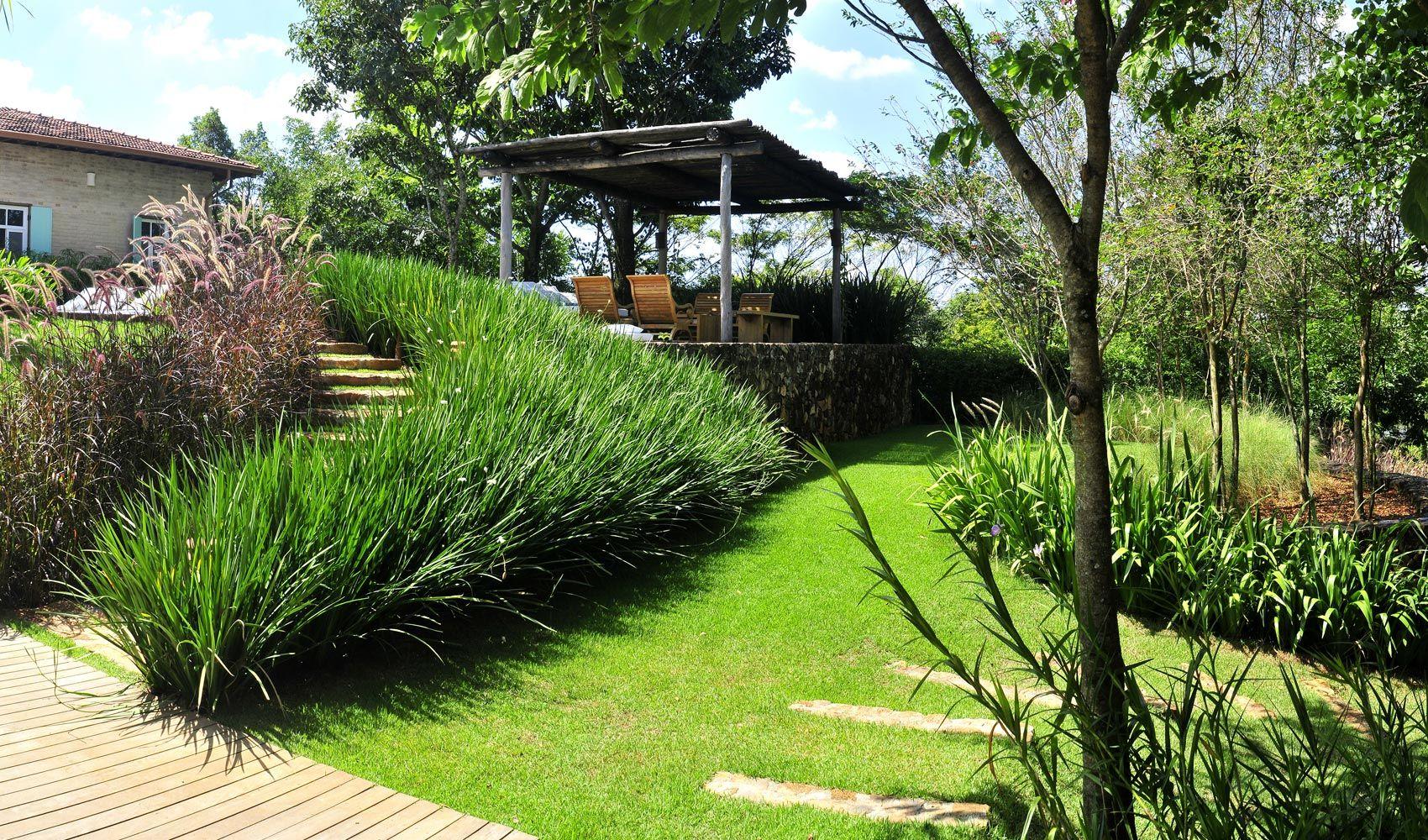 Dise o de exteriores jardines modernos y tropicales - Iluminacion de jardines modernos ...