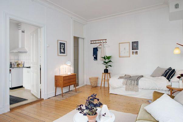 Sector del dormitorio con muebles vintage del monoambiente