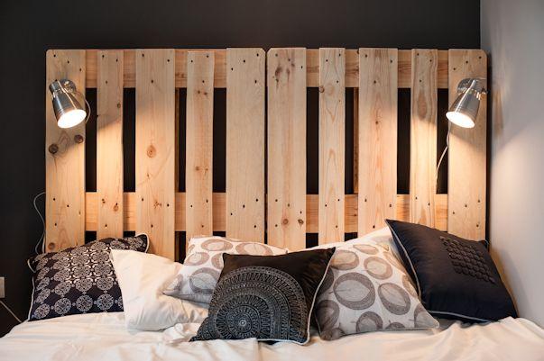 Cama y respaldo realizada con pallets de madera