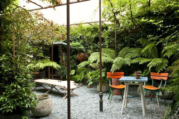 Patio pequeño con plantas de sombra 1