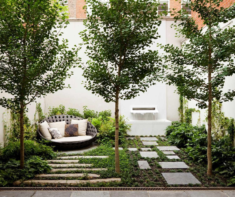Landscape Design Outdoor Construction Residential: Jardines Pequeños Y Modernos: Un Bosque En Pocos Metros