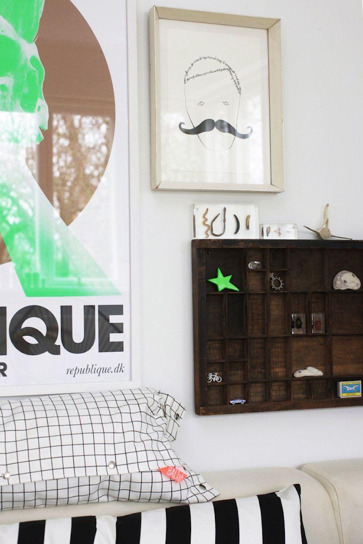 Cuadros y accesorios vintage recuperados decoran las paredes