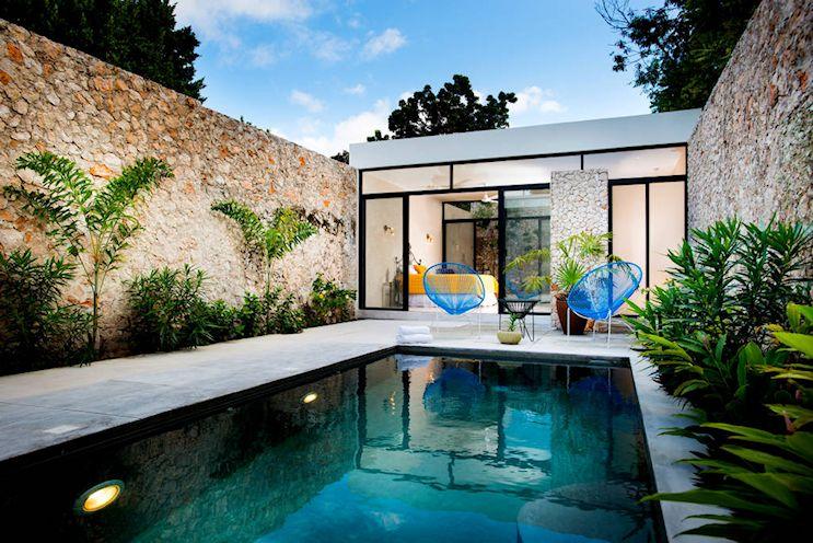 Diseño de exteriores de patios modernos con pileta 2