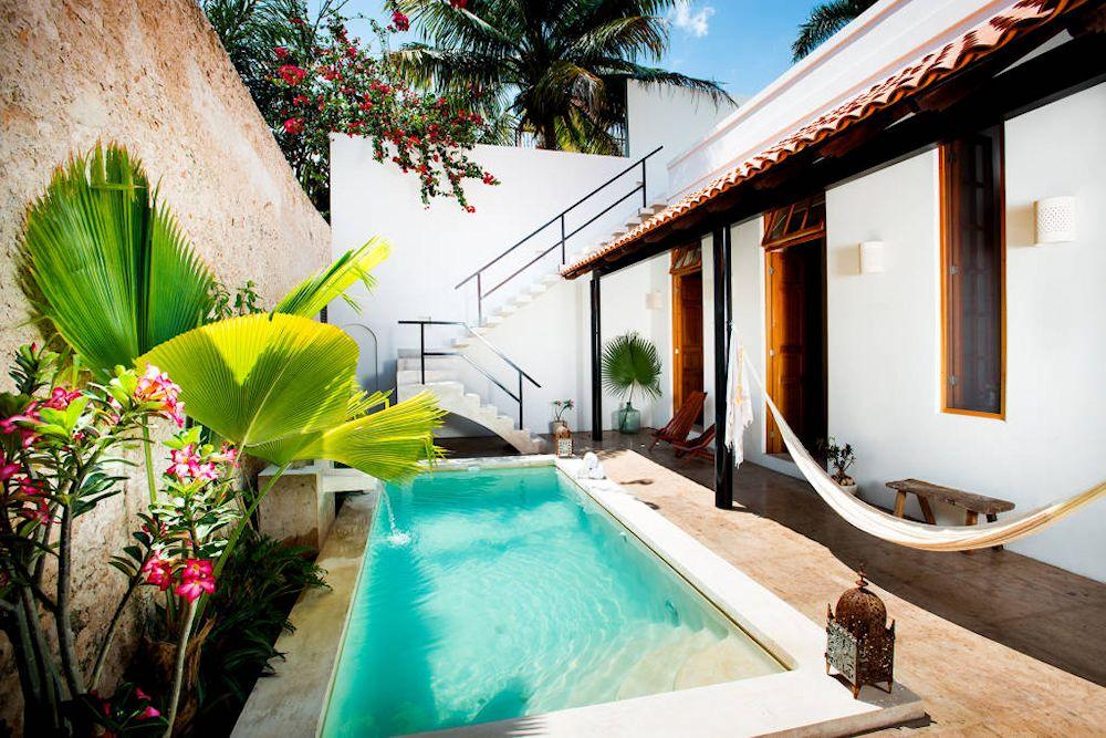 Dise o de exteriores 2 patios modernos con pileta for Ideas de piscinas en espacios pequenos