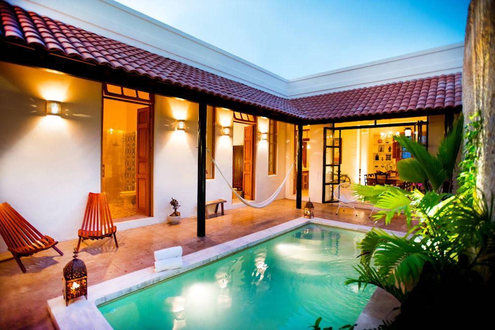 Dise o de exteriores 2 patios modernos con pileta for Decoracion estilo mexicano moderno