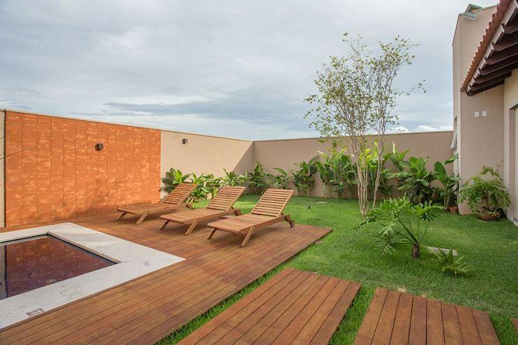 Jardín moderno tropical