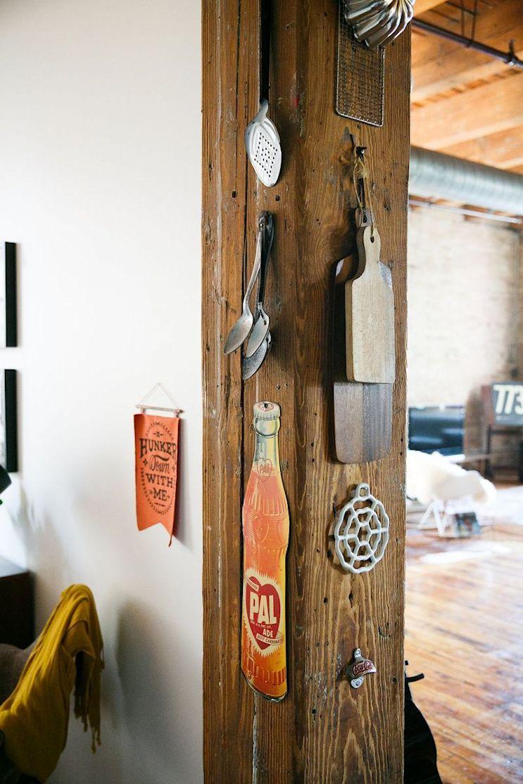 Loft de estilo industrial y vintage con ideas para dividir ambientes 13