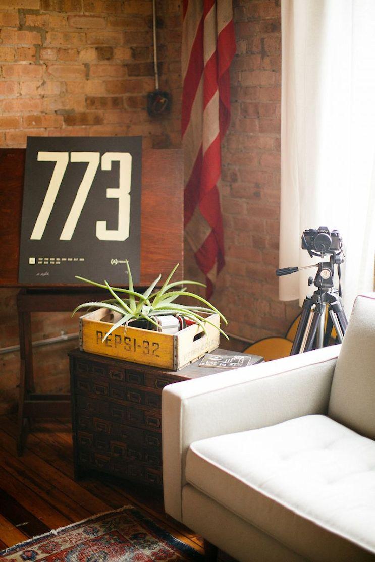 Loft de estilo industrial y vintage con ideas para dividir ambientes 4
