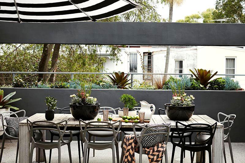 Terraza De Diseño Moderno En Gris Blanco Y Negro