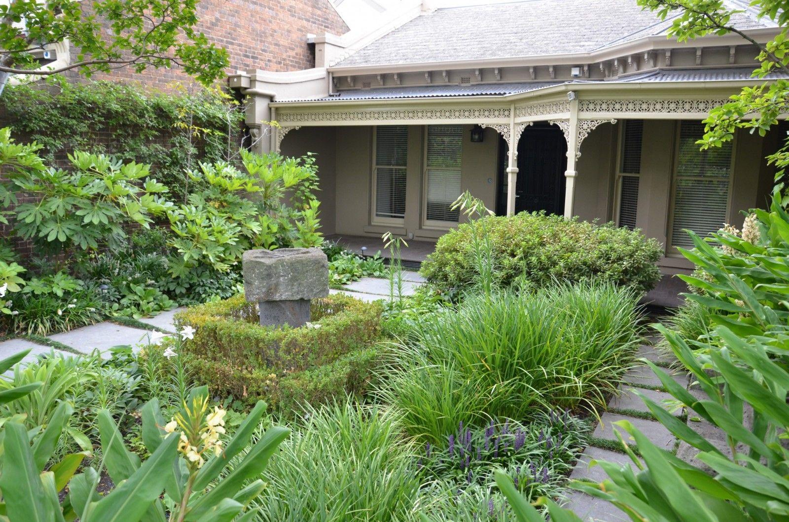 Una casa con dos jardines de estilos diferentes estilos deco - Casas y jardines ...