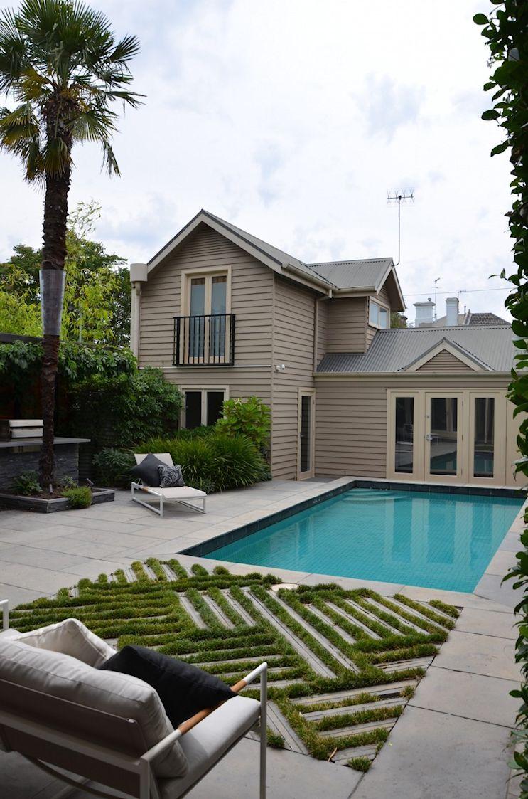 Diseño del jardín o patio trasero con pileta en estilo contemporáneo 1
