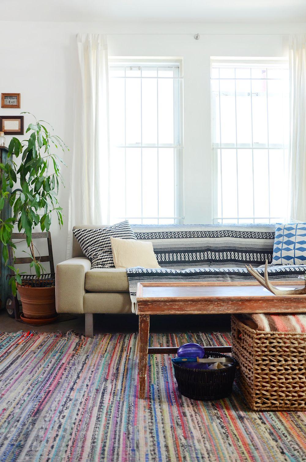 Muebles usados textiles y plantas en la decoraci n de un for Se compran muebles usados
