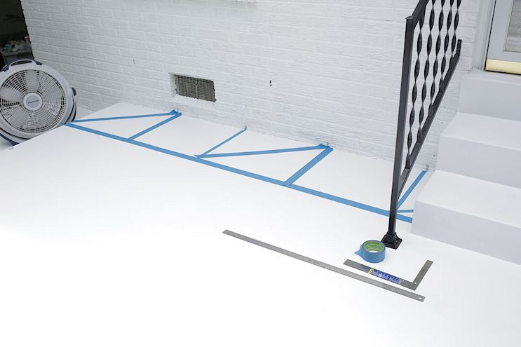 Renovar los pisos de un patio con pintura 3