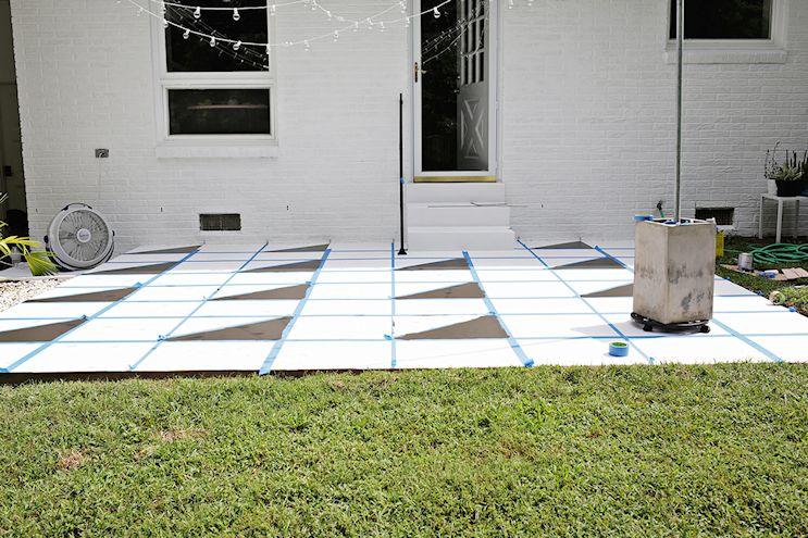 Renovar los pisos de un patio con pintura 4