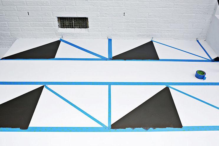 Renovar los pisos de un patio con pintura 5