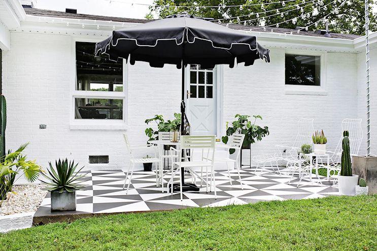 Renovar los pisos de un patio con pintura 7