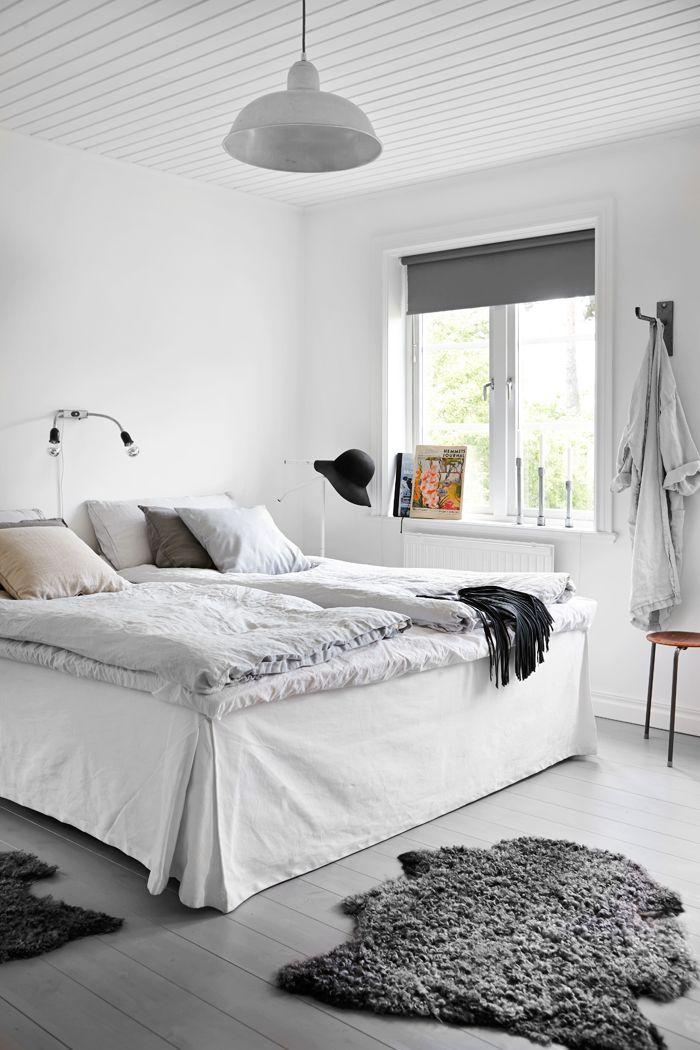 Decoración del dormitorio principal en estilo nórdico