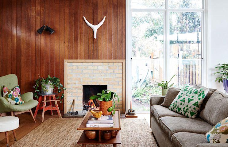 Una casa de diseño mid century con muebles vintage