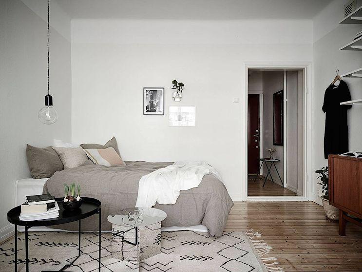 La cama se ubicó en un rincón, aprovechando mejor el espacio