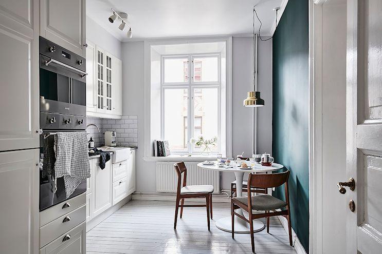 Cocina moderna con muebles de diseño clásicos
