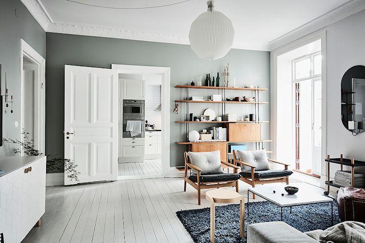 Decoración masculina y colorida en un departamento de 2 ambientes: vista del living 3