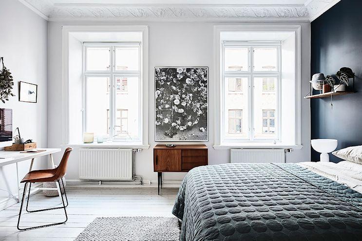 Decoración masculina en el dormitorio de un departamento de 2 ambientes
