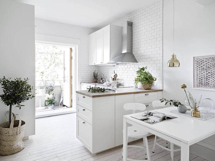 Cocina con diseño en L para maximizar los pocos metros