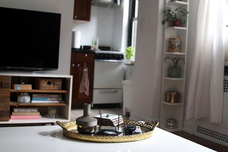 La kitchenette separada del ambiente principal permite organizar los muebles de manera más cómoda