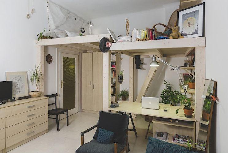 Monoambiente con entrepiso móvil fabricado en madera