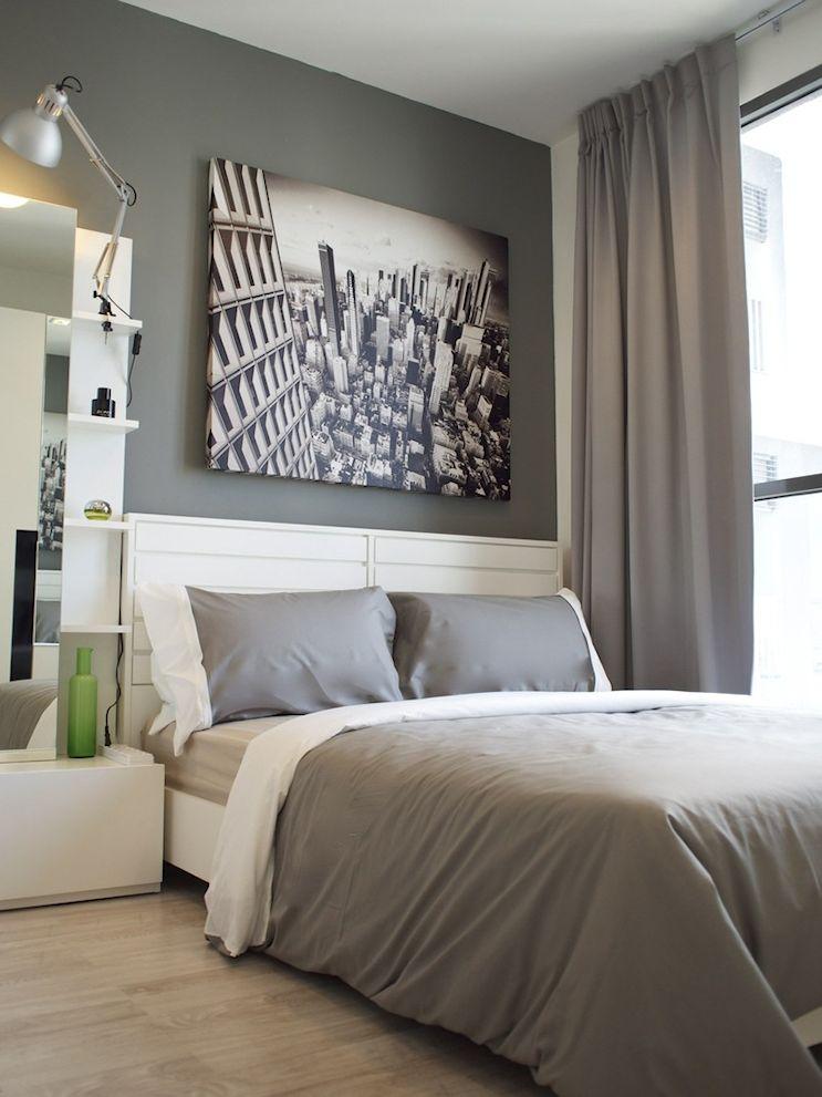 Paredes y textiles en gris dan a la decoración del monoambiente un aspecto contemporáneo y masculino