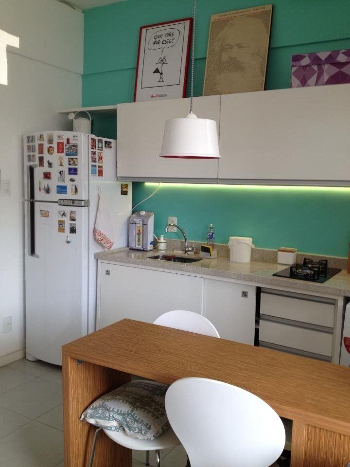 Cocina del monoambiente con muebles con lugar para el lavarropas