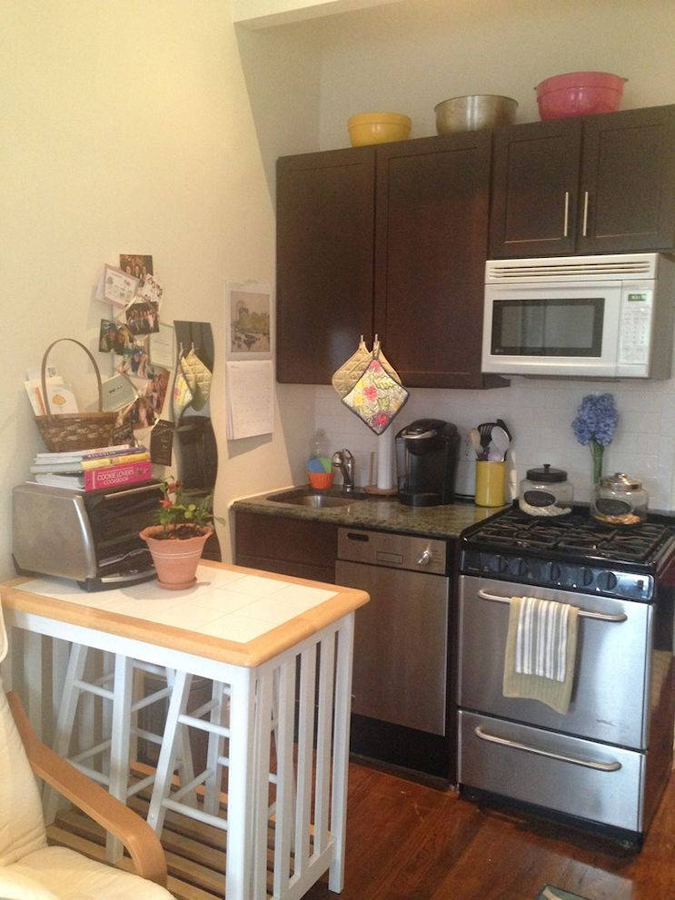 Kitchette con mueble multifunción que la separa del ambiente principal