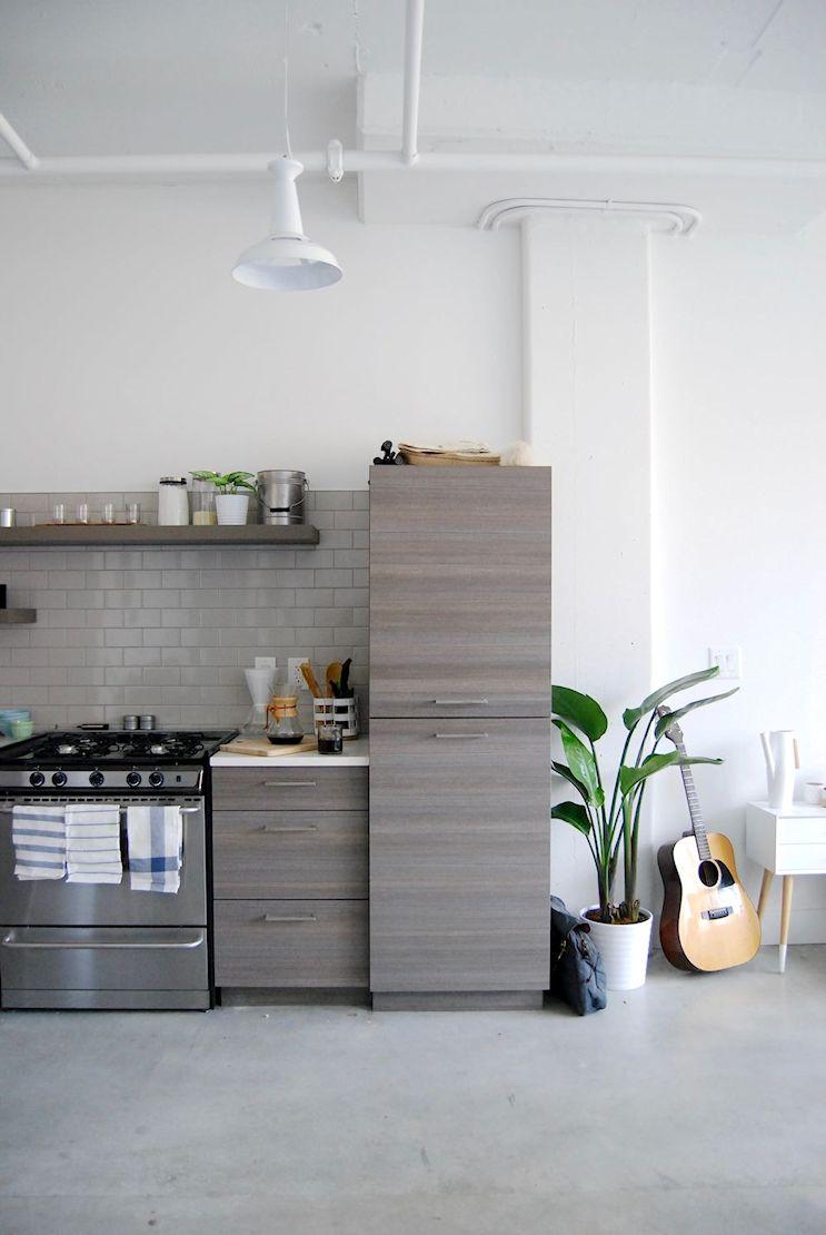 Monoambiente en estilo industrial moderno con decoración masculina 10