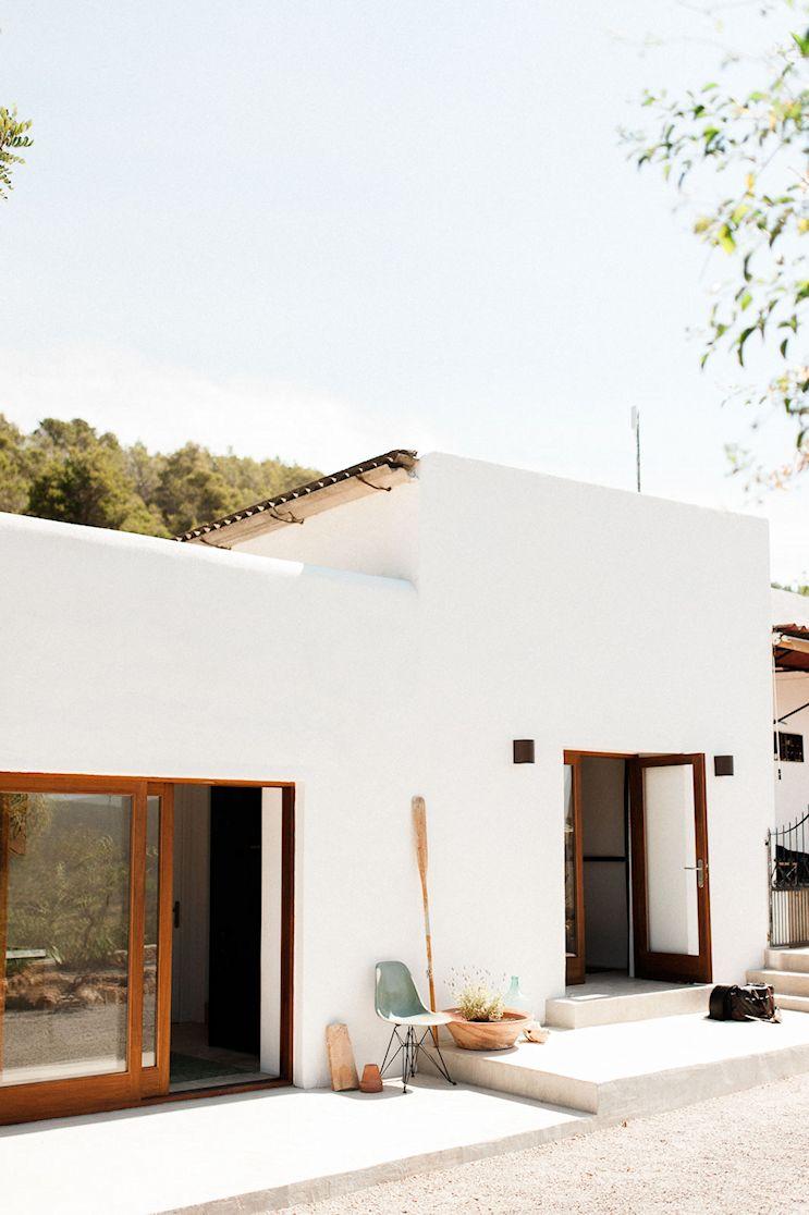 Los colores y terminaciones son los tradicionales de la isla, pero en una combinación que le da un aspecto moderno a la casa