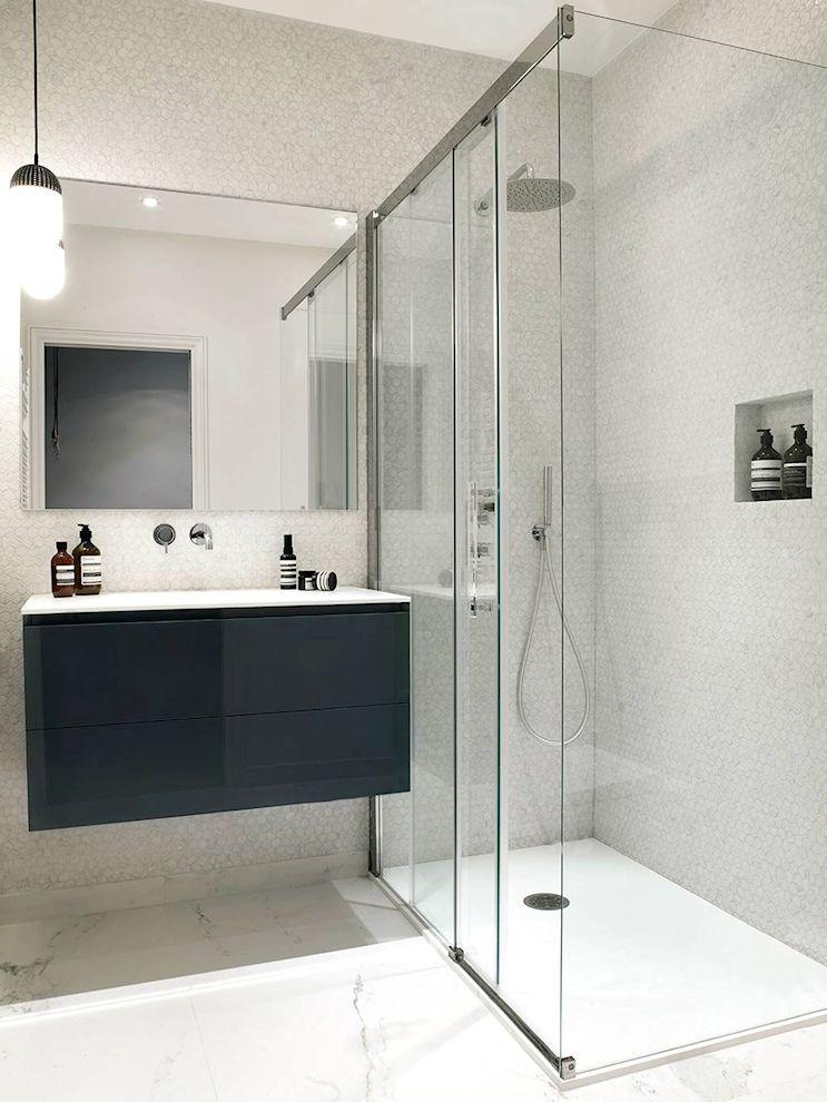 El cuarto de baño fue realizado totalmente a nuevo con un diseño actual minimalista