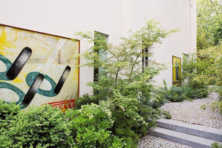 Para el diseño del jardín se eligieron arbustos y árboles de pequeño tamaño