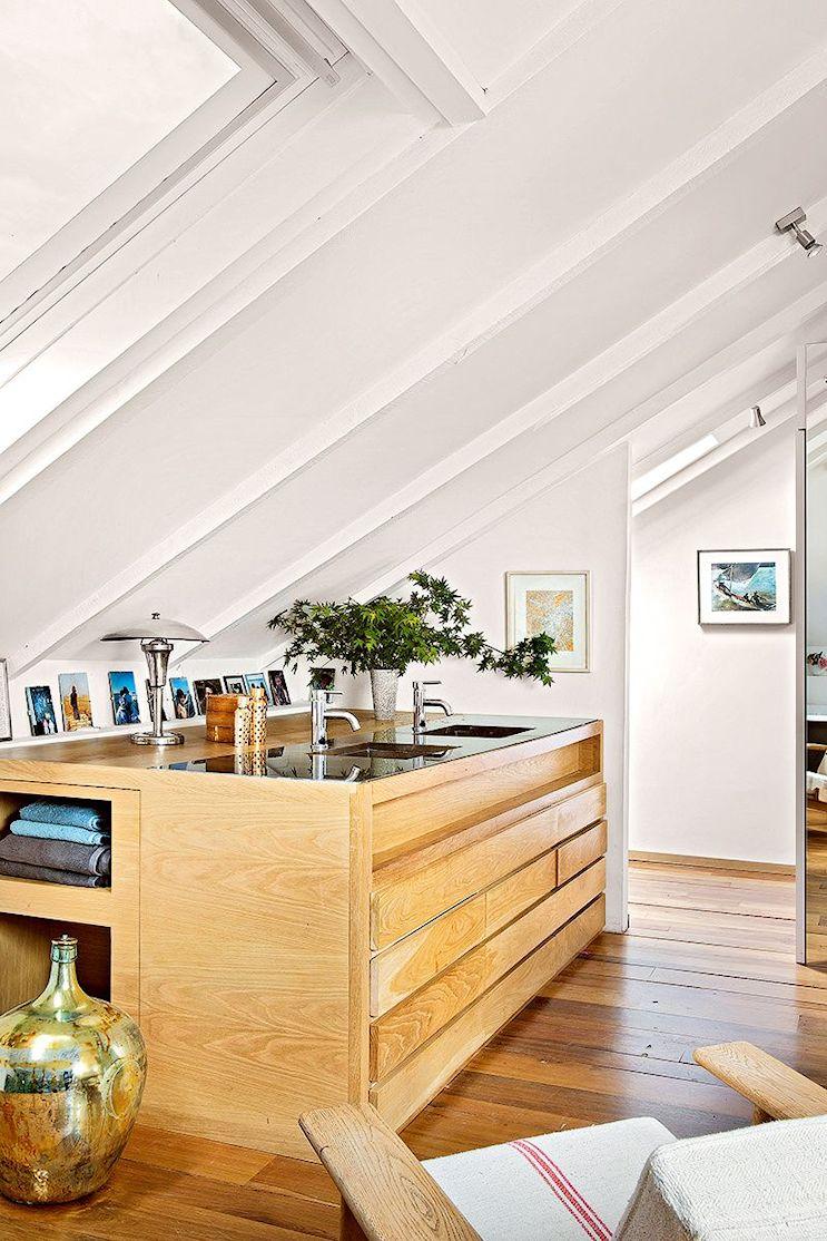 Baño integrado al dormitorio principal, con vanitory de diseño contemporáneo y espacio de guardado.