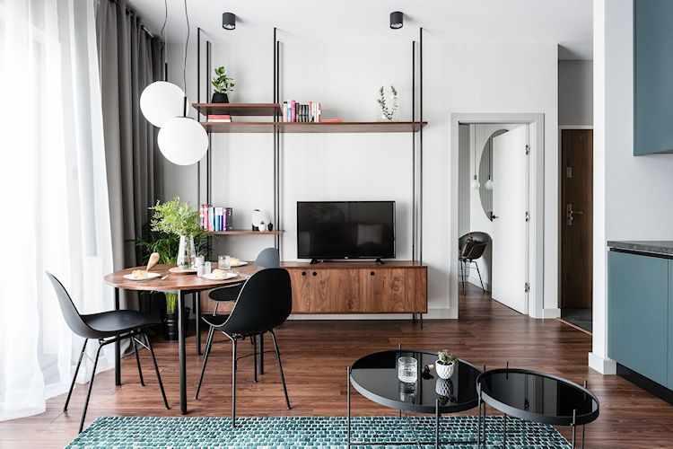 Departamento moderno de 2 ambientes con decoración sobria y masculina: comedor y muebles con terminación de madera oscura