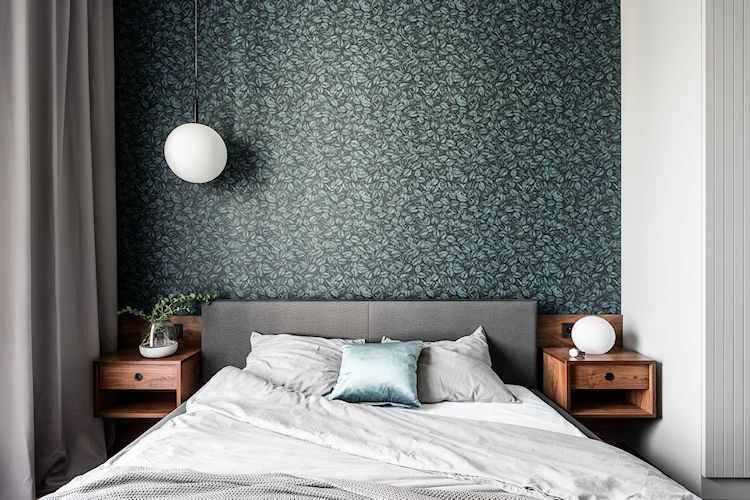 Dormitorio del departamento moderno de 2 ambientes con decoración sobria y masculina: