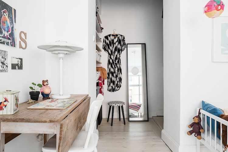 Mesa escritorio vintage de madera gastada y walk in closet
