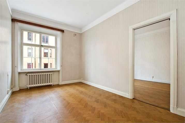 El dormitorio antes de la renovación, casi no se diferencia del living