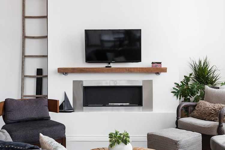Estufa o chimenea de etanol y TV como puntos focales del living