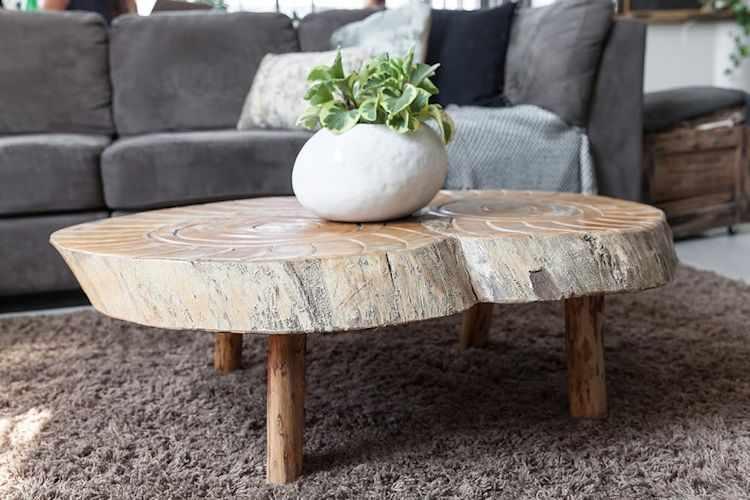 Muebles rústicos de madera natural suman calidez a la decoración y ambientes de estilo industrial